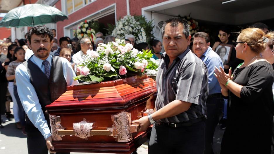 代表绿党竞选地方议员的玛多纳朵(Juana Iraís Maldonado)在竞选活动结束后遭枪手杀害。墨西哥本次大选共计超过130名候选人遭杀害。(图片来源:Imelda Medina/Reuters)