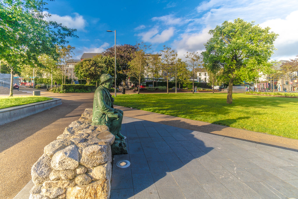 Replica Of The Pádraic Ó Conaire Statue  [Eyre Square In Galway] 002