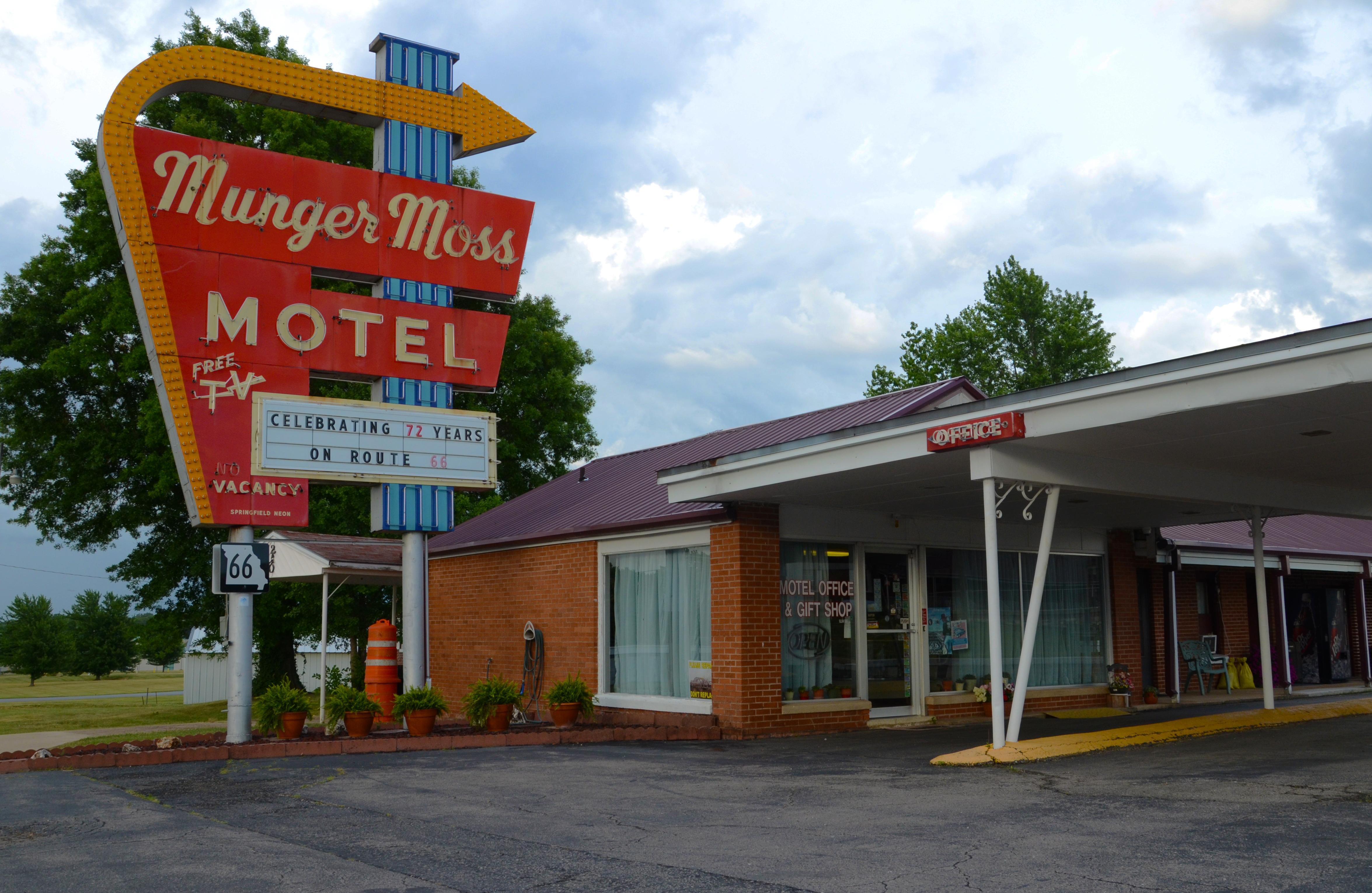 Munger Moss Motel - 1336 East Route 66, Lebanon, Missouri U.S.A. - June 19, 2018