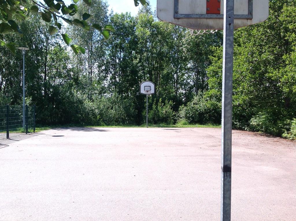 Kuva toimipisteestä: Pisanpuisto / Koripallokenttä