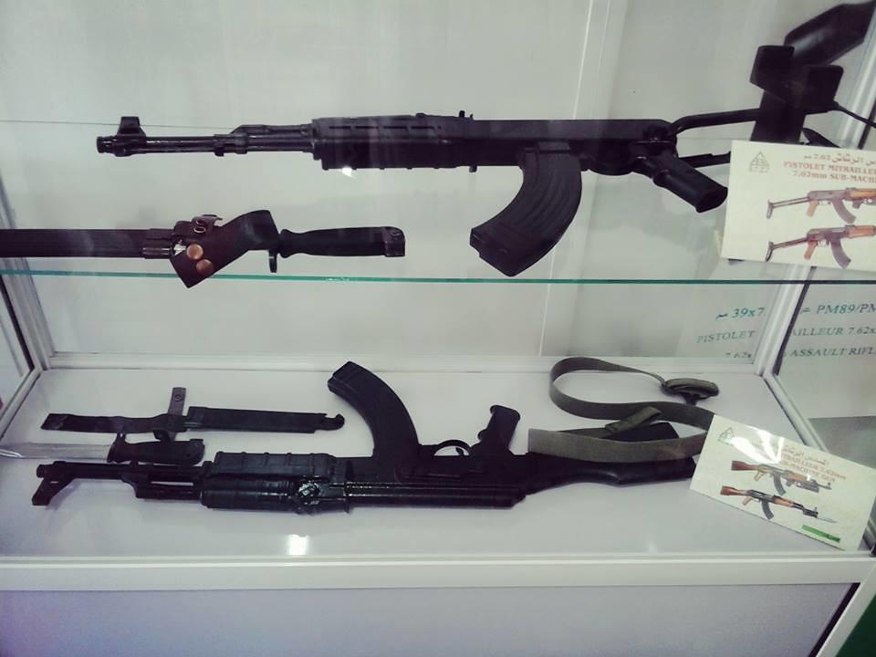 الصناعة العسكرية الجزائرية  [ AKM / Kalashnikov ]  - صفحة 2 41468322600_5a992e71fe_b