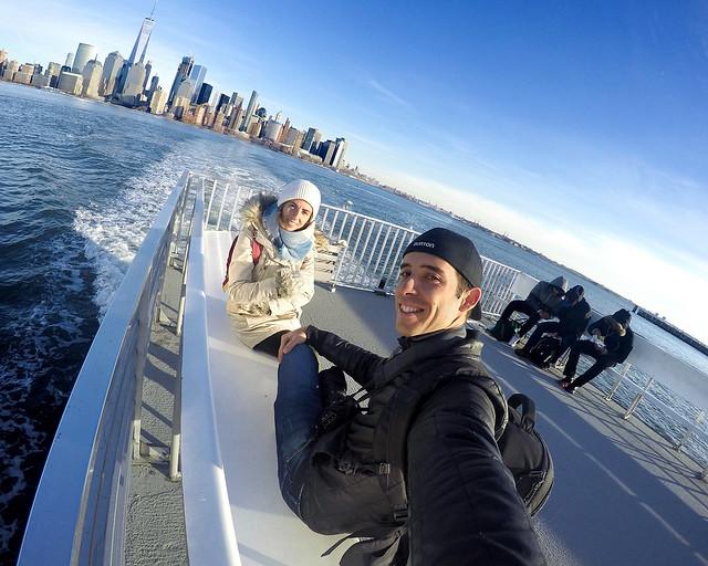 En el barco que conecta World Financial Center con el Empty Sky Memorial