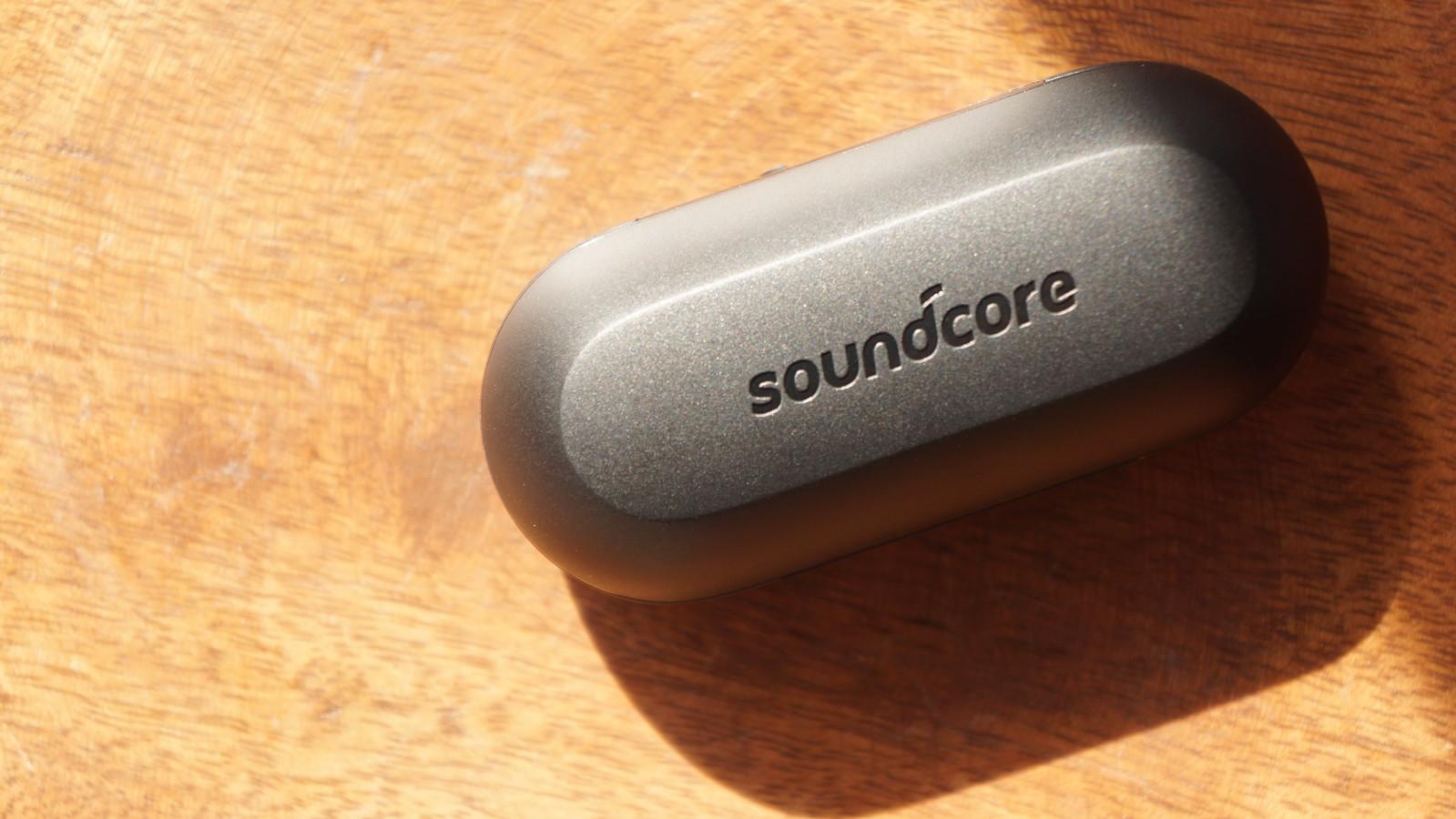 「Soundcore Liberty Lite」のケース