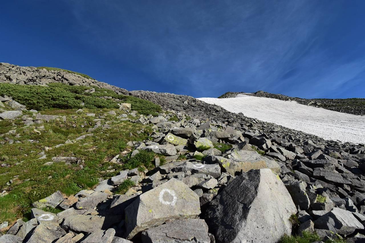 北アルプス・中岳山頂への登り