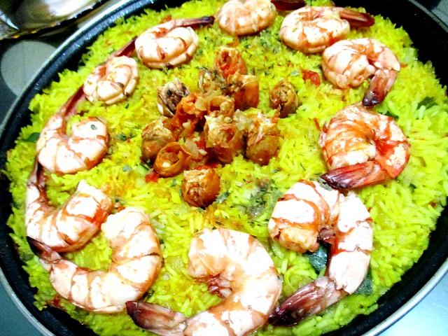Melissa's prawn & chicken paella