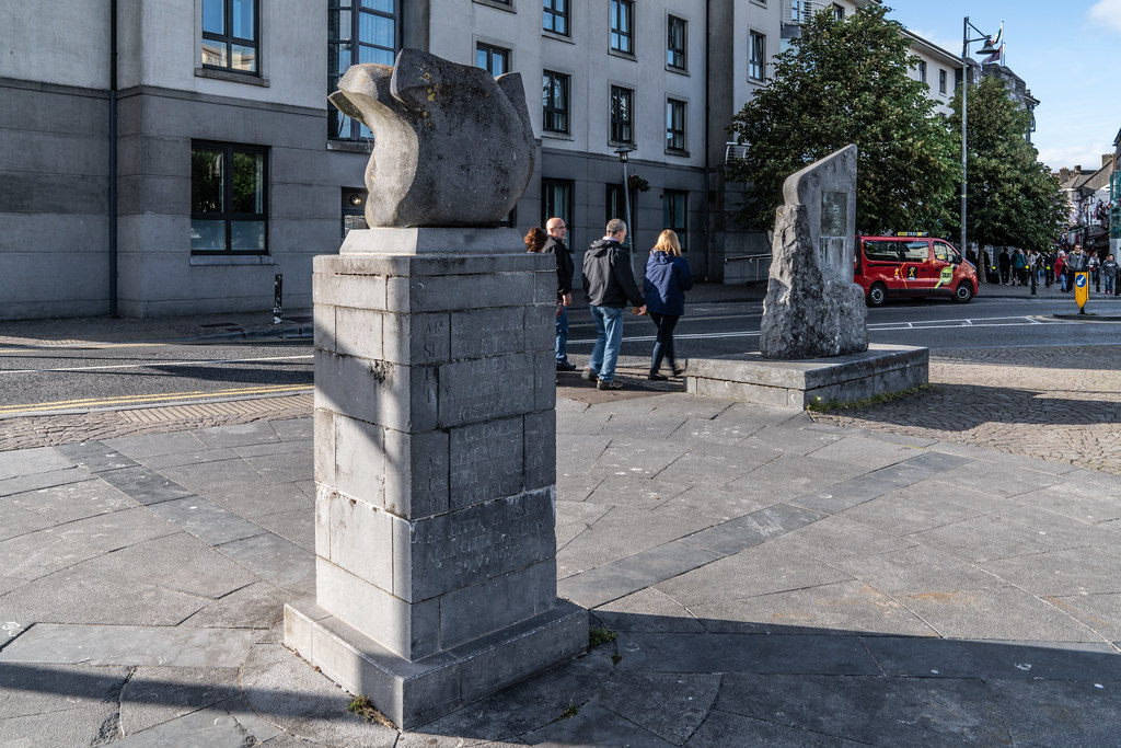 THE COLUMBUS SCULPTURE IN GALWAY 002