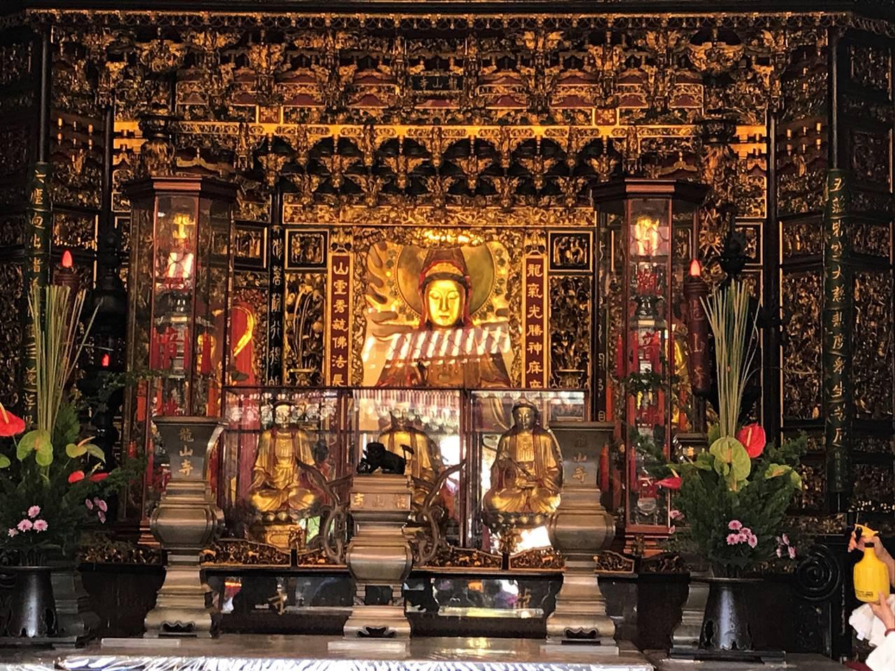 台湾・台北 龍山寺の仏像