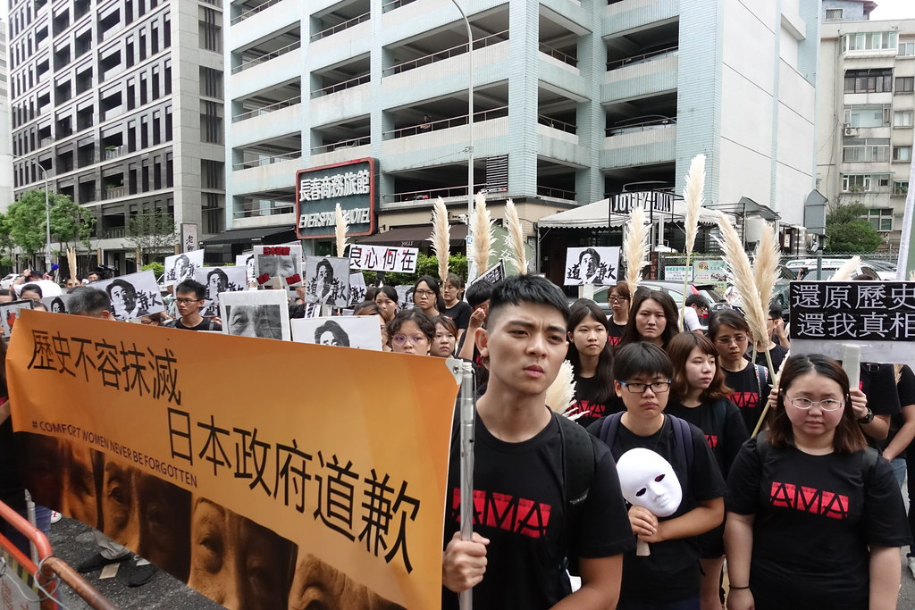 許多青年學生今日站出來聲援慰安婦。(攝影:張智琦)