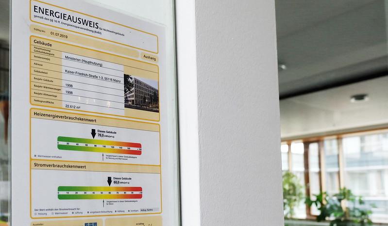 德國萊茵蘭-普法爾茨邦(Rheinland-Pfalz)政府部門大樓公開展示其能源護照。