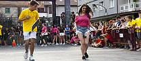 La imagen muestra una participante en la carrera de pepino