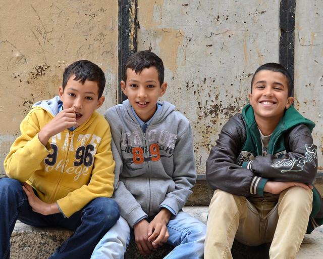 Niños saludándome a cámara en Jerusalén