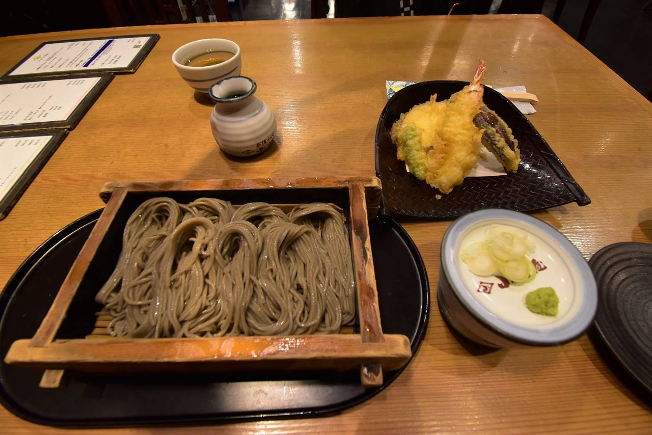 越後湯沢駅で天ぷらそば