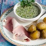 Dicke Bohnen in grüner Sauce mit neuen Kartoffeln
