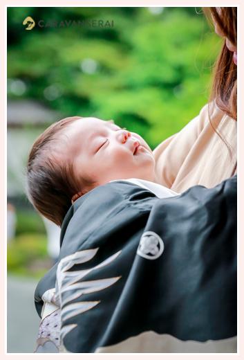 お宮参り中、眠っている赤ちゃん 塩竈神社(名古屋市天白区)