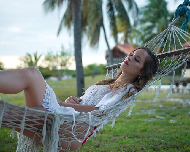 Relax junto a playa Sirena en una hamaca, la mejor playa donde relajarse en Cuba