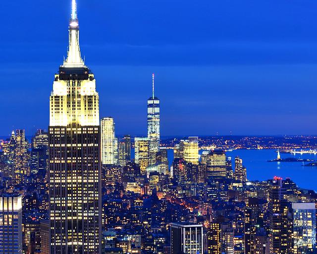 Hora mágica en Nueva York con el Empire State y el One World Observatory, a la derecha, el Hudson