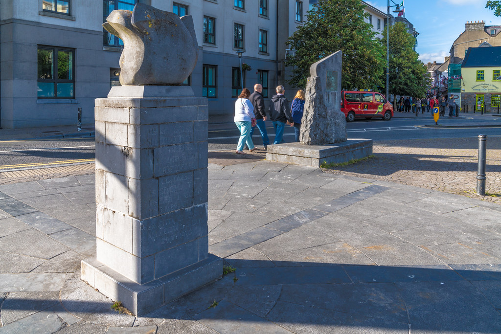 THE COLUMBUS SCULPTURE IN GALWAY 001