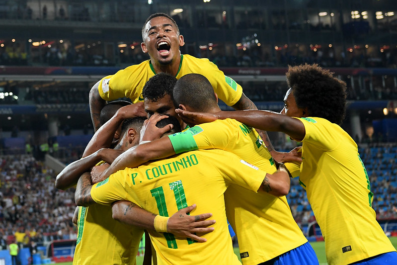 巴西慶祝擊敗塞爾維亞,以分組第1晉級16強。(AFP授權)