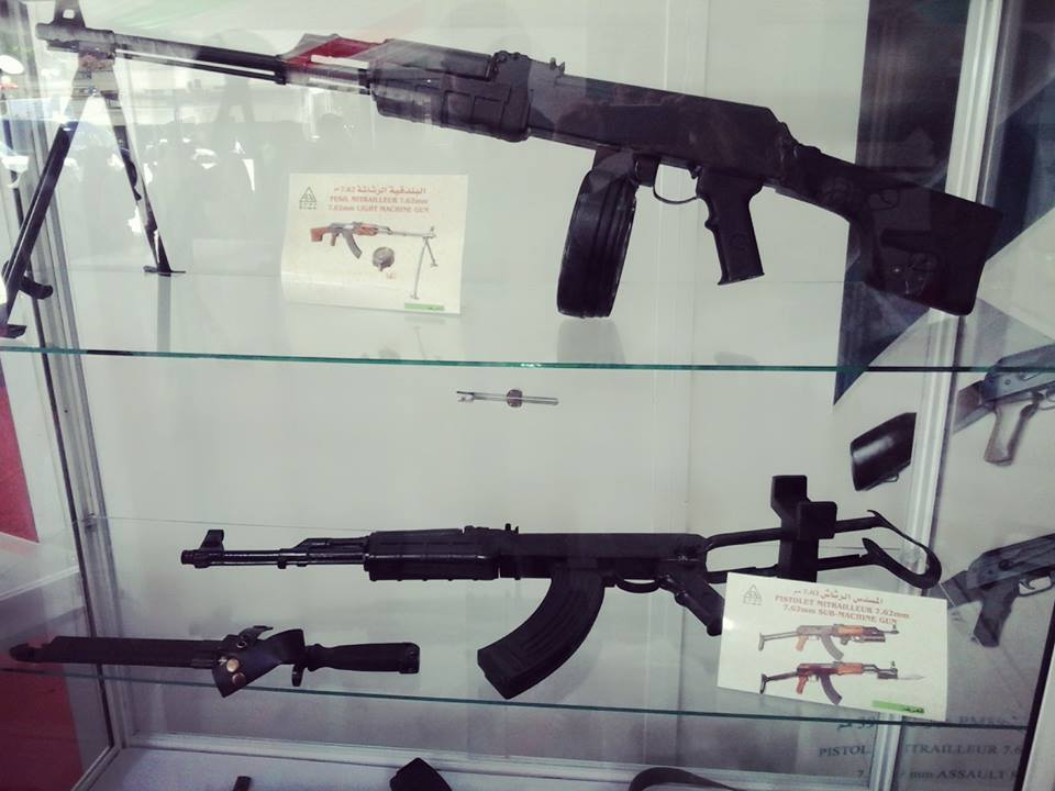 الصناعة العسكرية الجزائرية  [ AKM / Kalashnikov ]  - صفحة 2 42559651654_e5543a3367_o