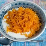 Griechischer Joghurt mit kandierten Karotten