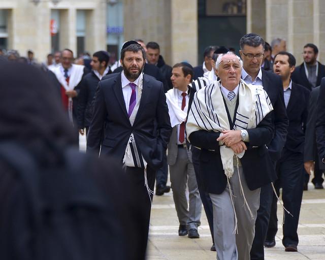 Judios por las calles de Jerusalén