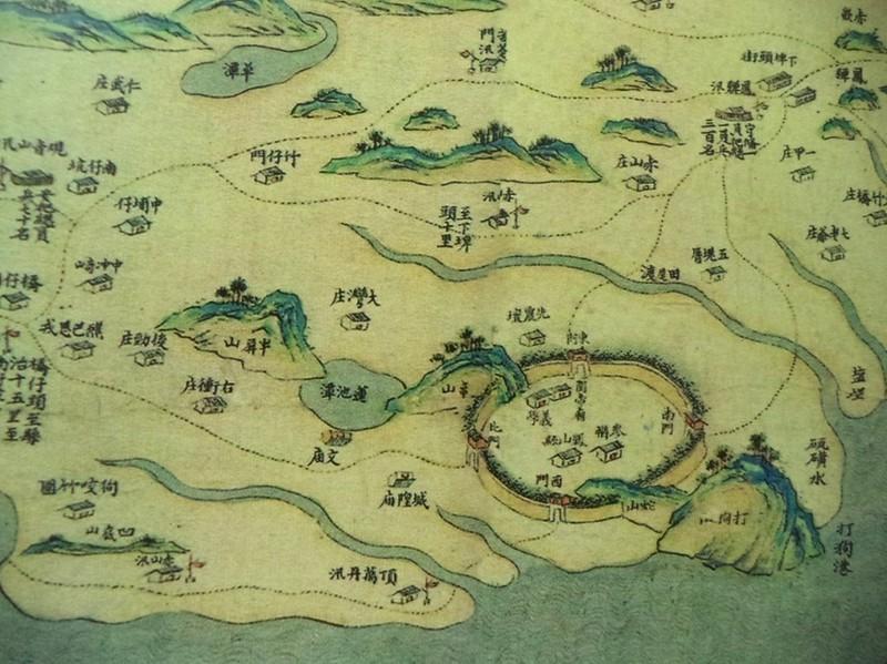 「清乾隆皇輿圖」中打狗老地圖,右下角的硫磺水。出處:高雄地圖樣貌集 高雄市文化局出版。藏圖處:台灣國立故宮博物館。