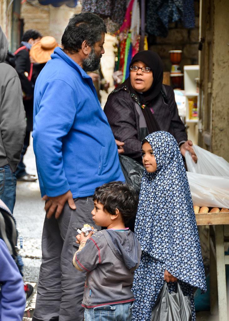 Familia musulmana en las calles de Jerusalén