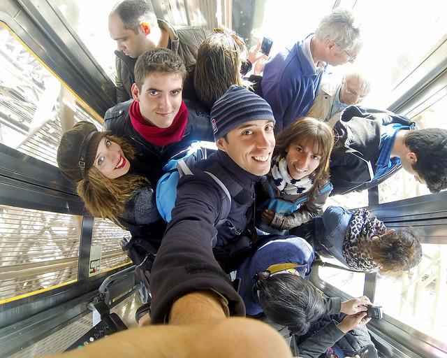 Todo en el ascensor para subir sin colas la torre Eiffel