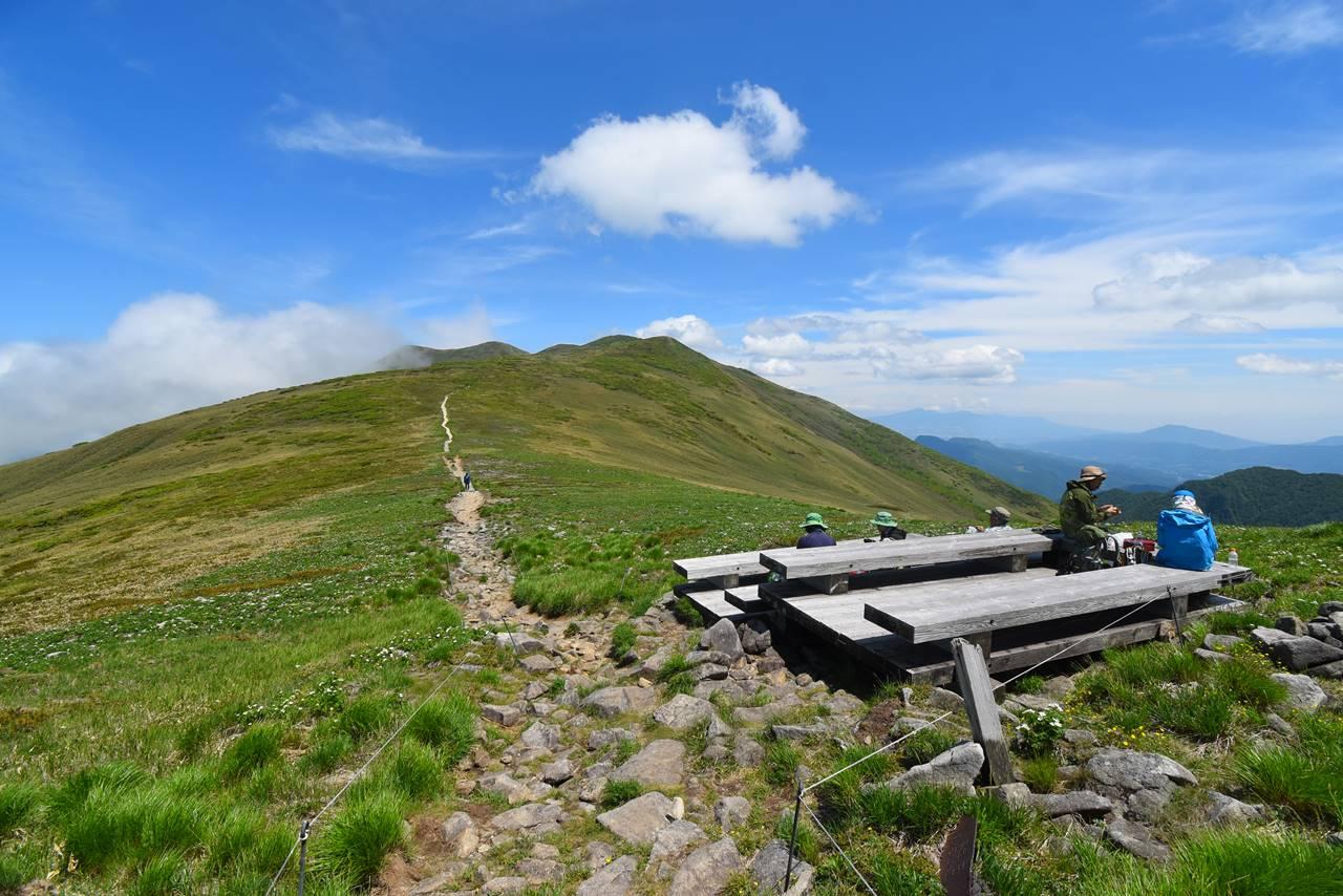 平標山のベンチ