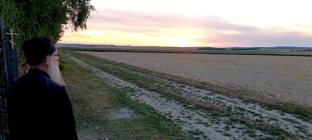 11 августа 2018. Закат солнца над прострами провинции Шампань во Франции.