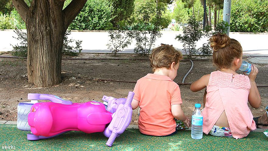 niños en el parque central de Paterna