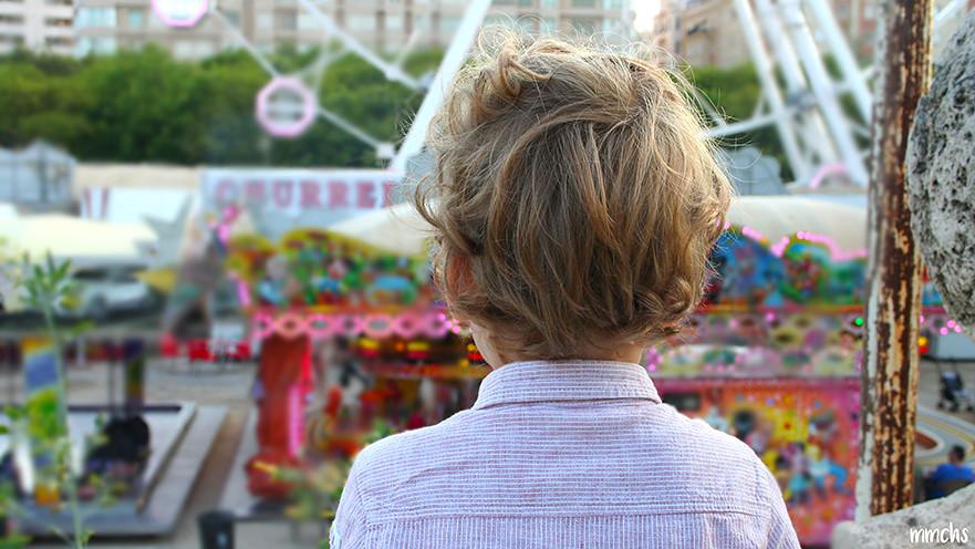 niño en la feria de Valencia