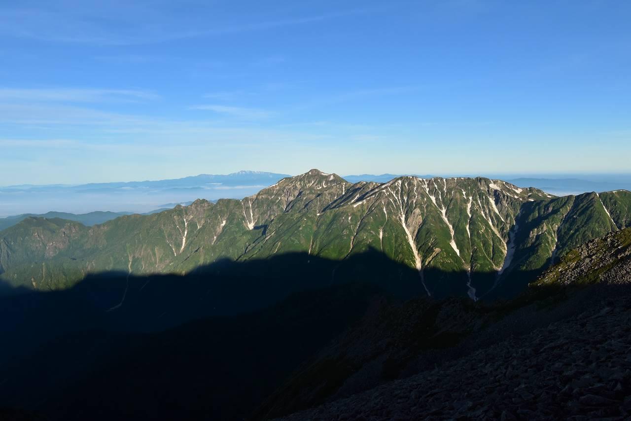 笠ヶ岳と白山の展望