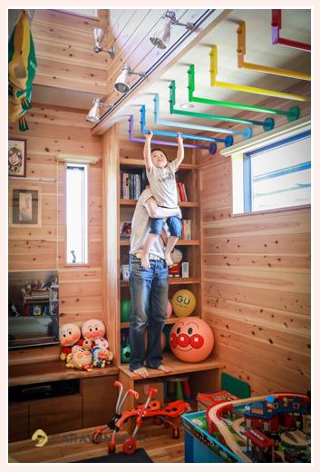 雲梯のあるご自宅での家族写真撮影