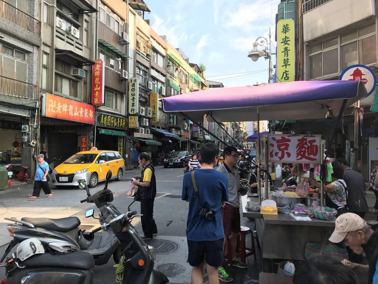 台湾・台北 龍山寺 涼麺
