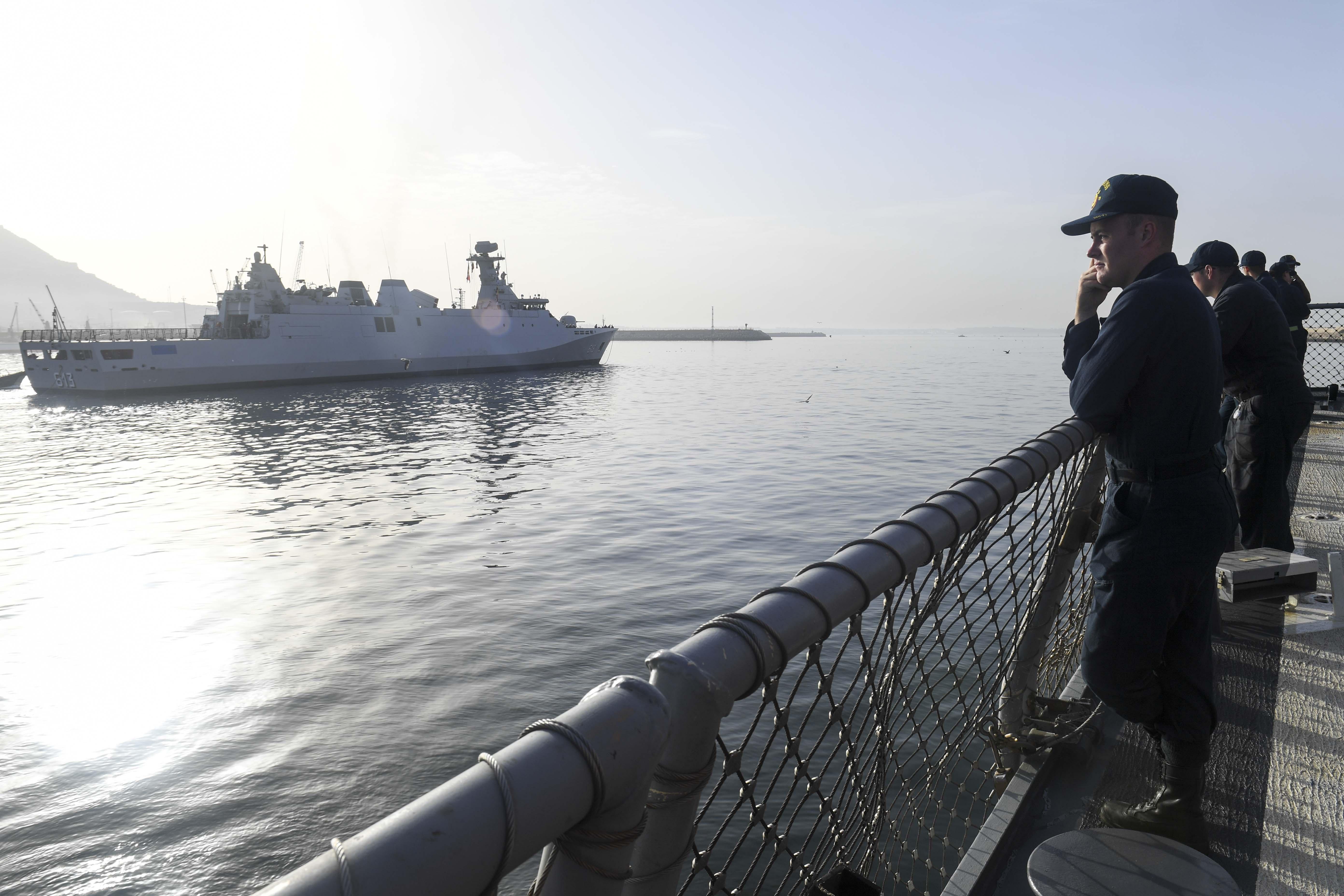 PASSEX 18 - USS ROSS (DDG71) et RMN Tarik Ben Ziyad (613) 43999042682_83c1f5924e_o