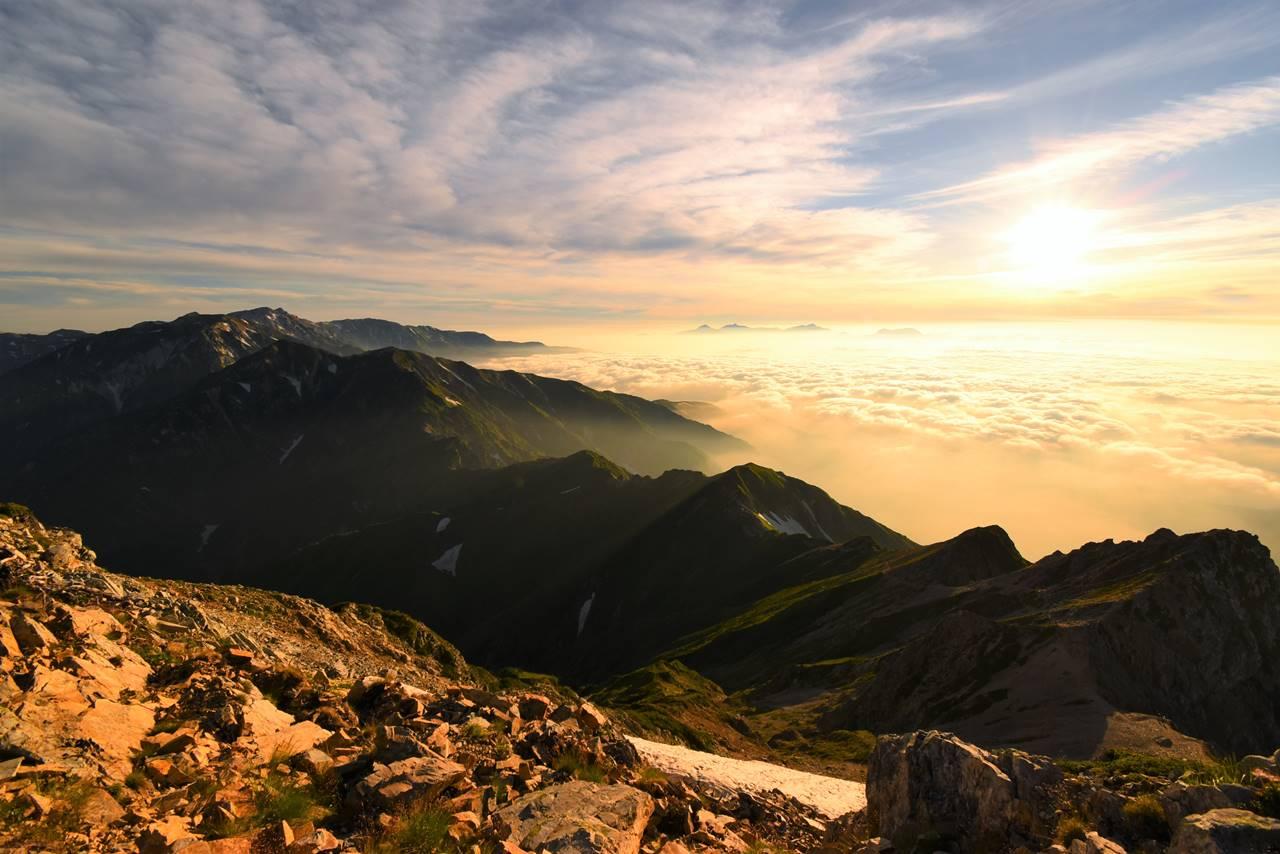 白馬岳~唐松岳~五竜岳の稜線と雲海