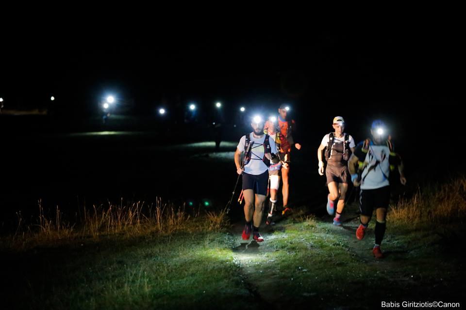 Τρέχοντας στα αλπικά λιβάδια τις πρώτες ώρες του αγώνα