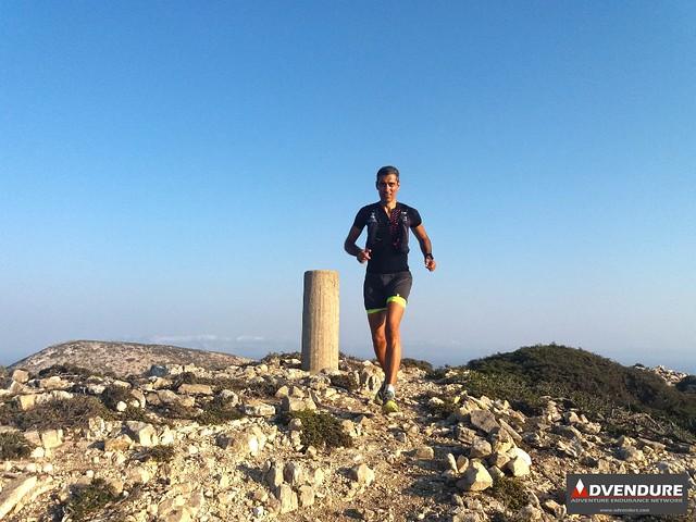 Διασχίζοντας την κορυφογραμμή του Πάπα, στα 385 μέτρα υψόμετρο!