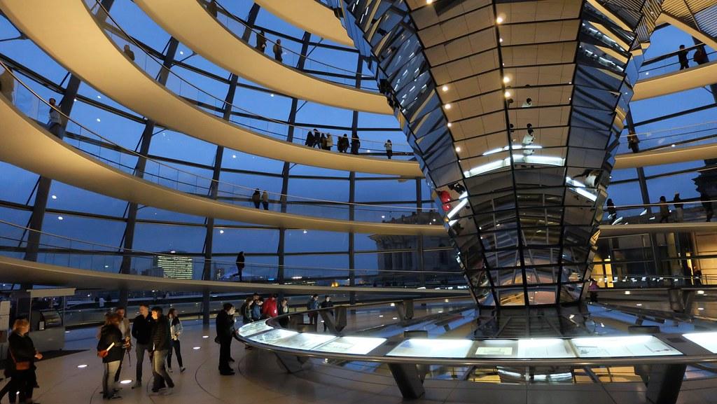 從法規做起,德國國會建築(圖為國會大廈圓頂)也是知名綠建築。攝影:陳文姿