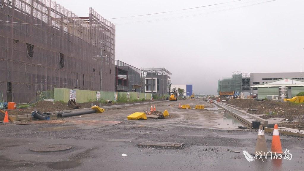 969-1-23s當地居民認為,新吉工業區這類工業區大規模的開發,道路興建會阻礙水路排水,也是造成大水難以宣洩的原因。