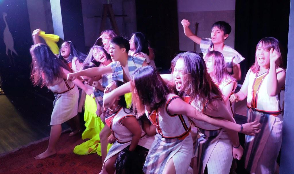 輔仁大學原住族學生帶來的舞蹈展現蘭嶼反核廢料三十年的歷程。攝影:陳文姿