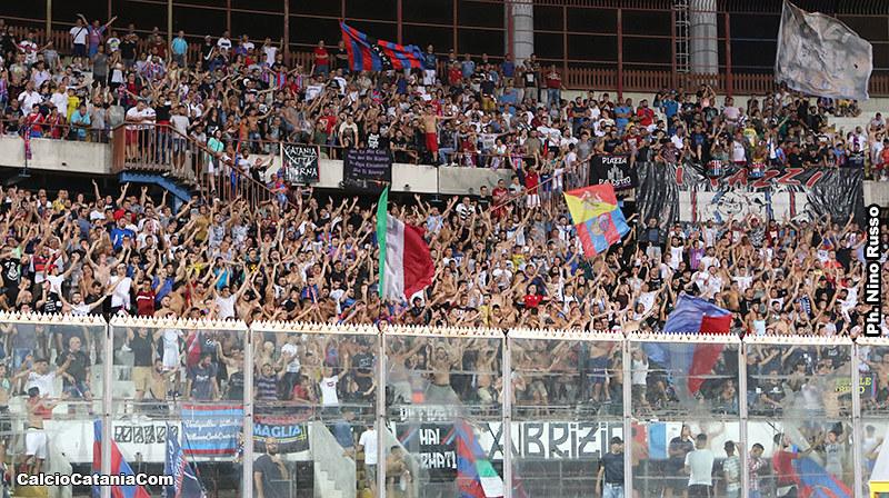 Supporters rossazzurri immortalati durante l'ultima partita di Coppa Italia al