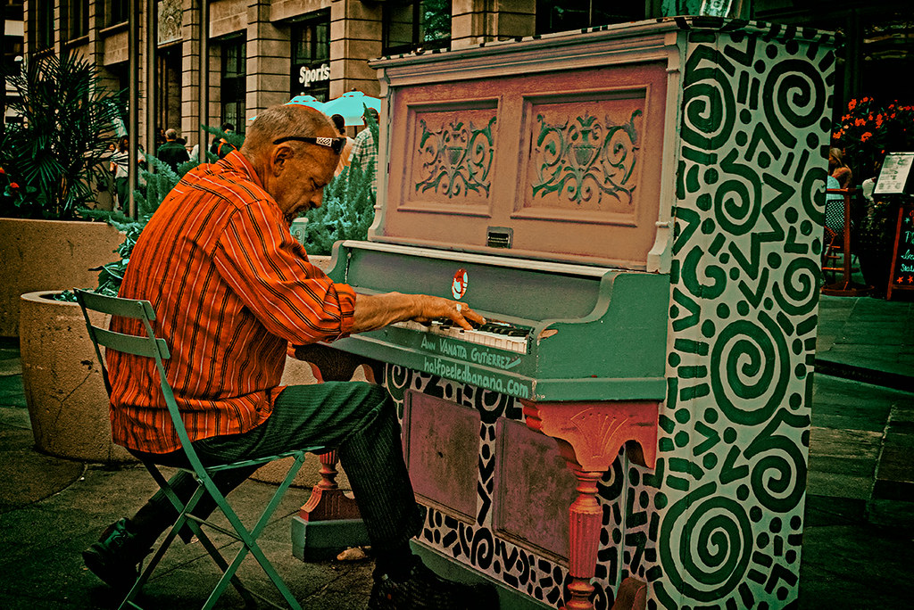 Piano player, 16th St Mall, Denver