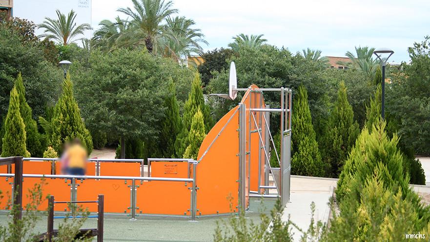 cancha de baloncesto del parque central de Paterna