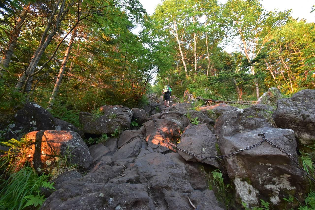 蓼科山荘から蓼科山までの岩場の急登