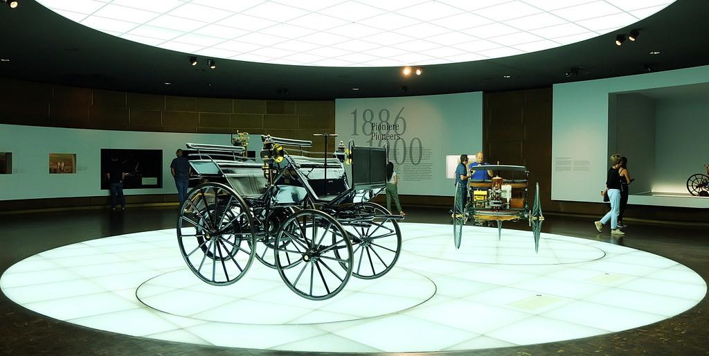 德國19世紀末發明的柴油車與柴油引擎成為博物館的展示(賓士博物館)攝影:陳文姿