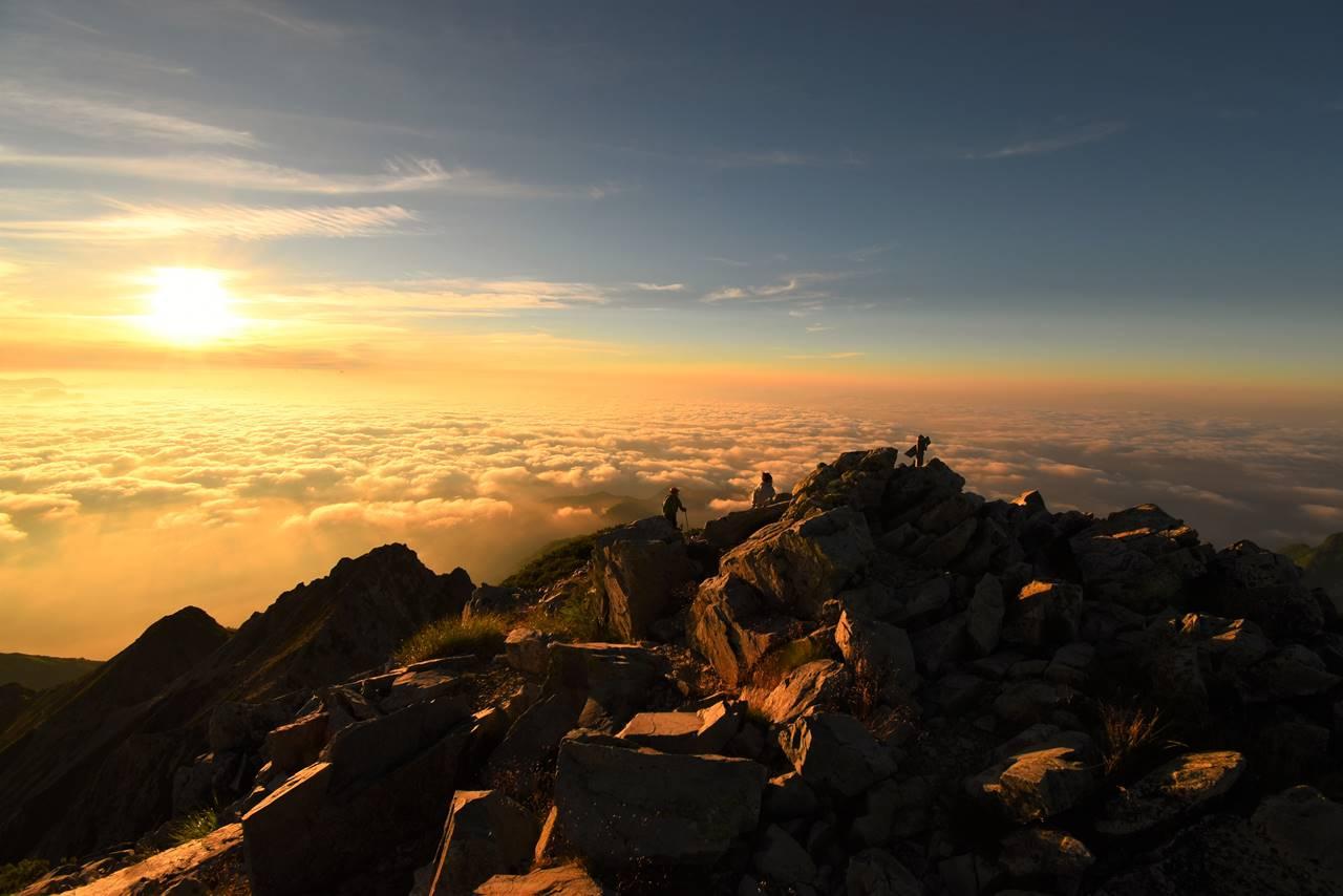 五竜岳からの雲海と朝日