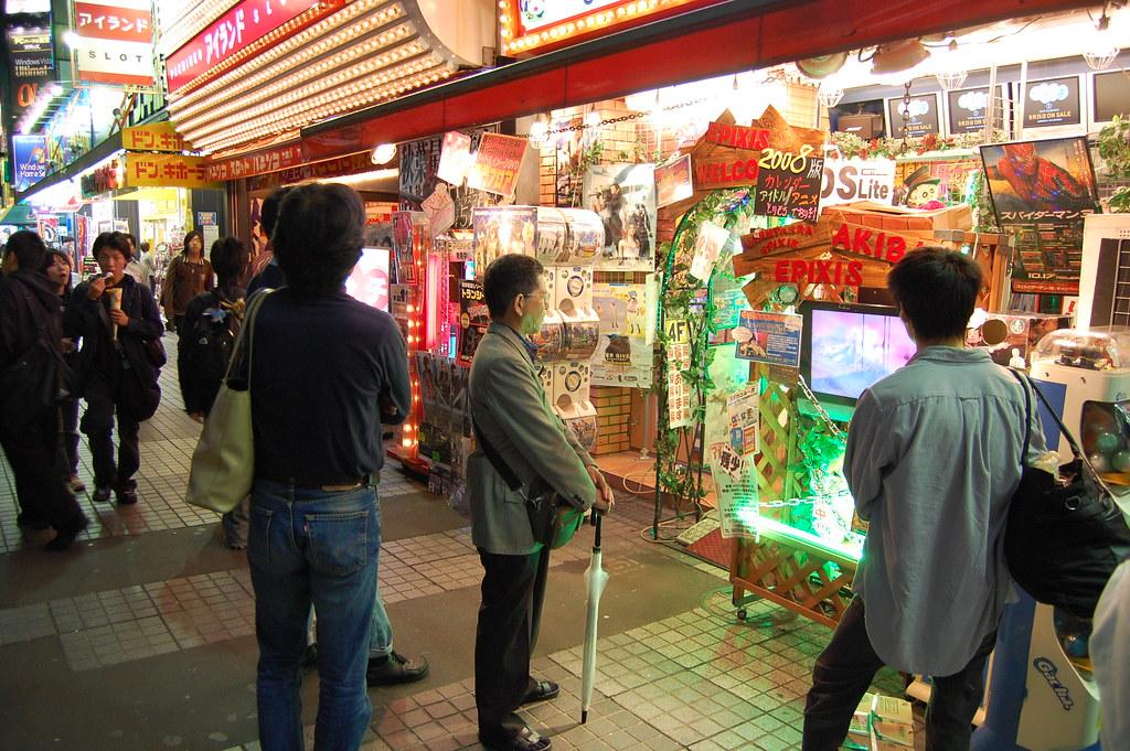 Calle Akihabara con tienda