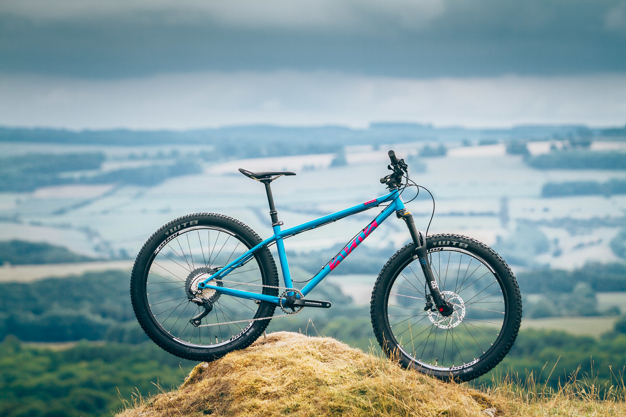 The new blue/magenta Cotic Soul - Steel Mountain Bike